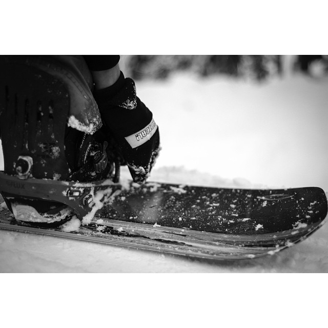 Where have you been strapping in?  @nial_romanek @smokinsnowboards @inicooperative ?: @kyle_beckmann