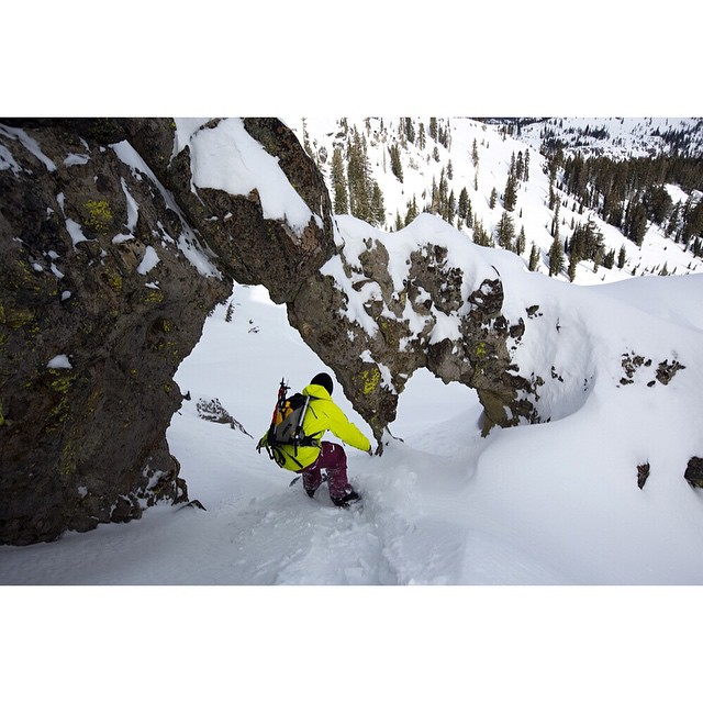 @sammy_luebke is one of our favorite snowboarders. Here he points one through the arch in the tahoe backcountry. ?: @curleyphotos  @libtechnologies